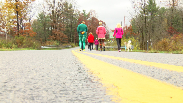 Runners collect donations for local food bank